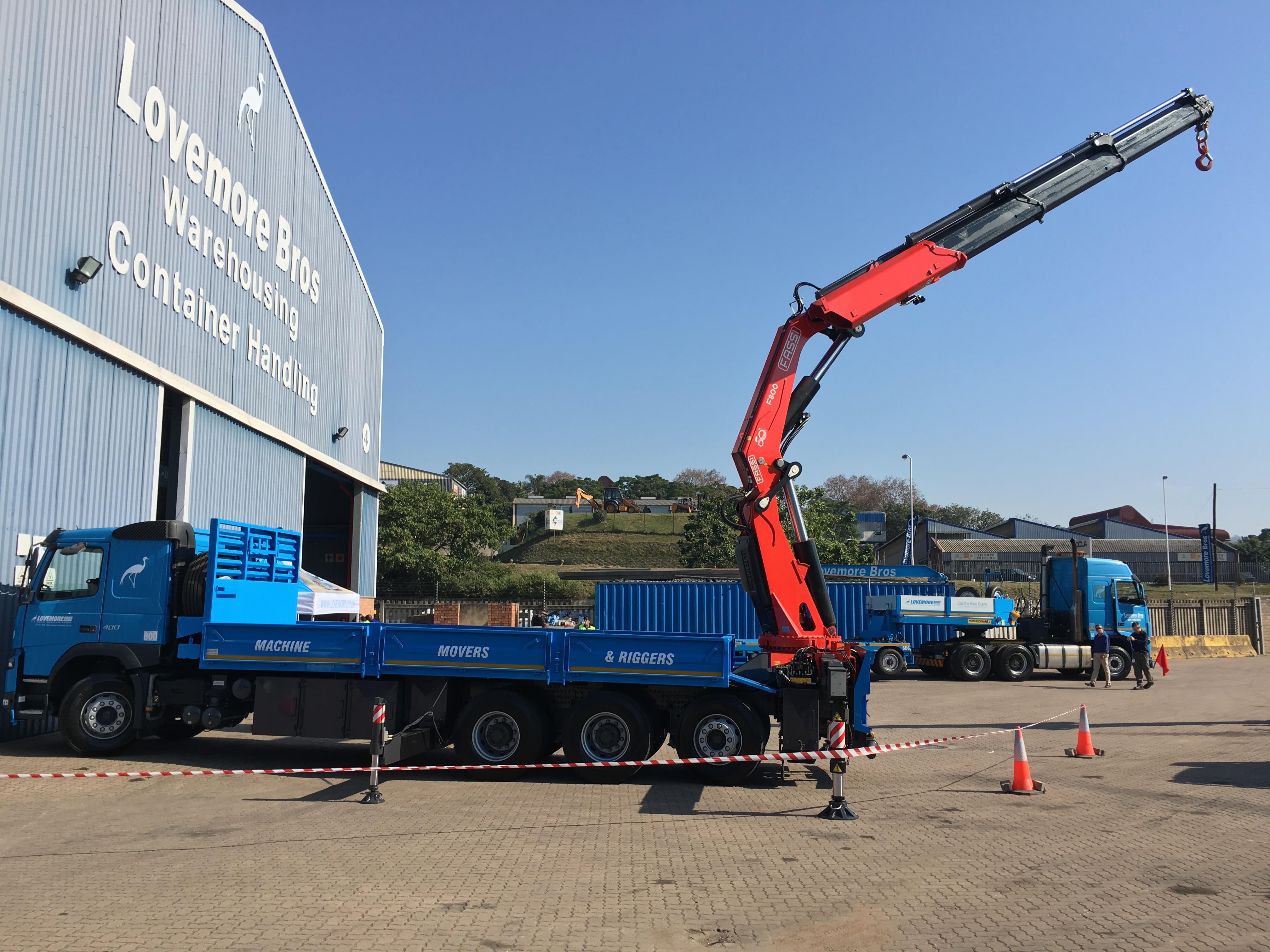 600SA TO DELIVER FIRST FASSI CRANE WITH FITTED NIGHT WORK LIGHTS FITTED TO TRIDEM CONFIG IN KWAZULU-NATAL